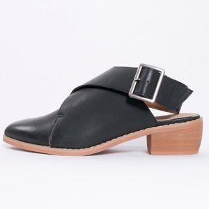 NEW Anthropologie Mi Im Buckle Wrap Shoes Size 6.5